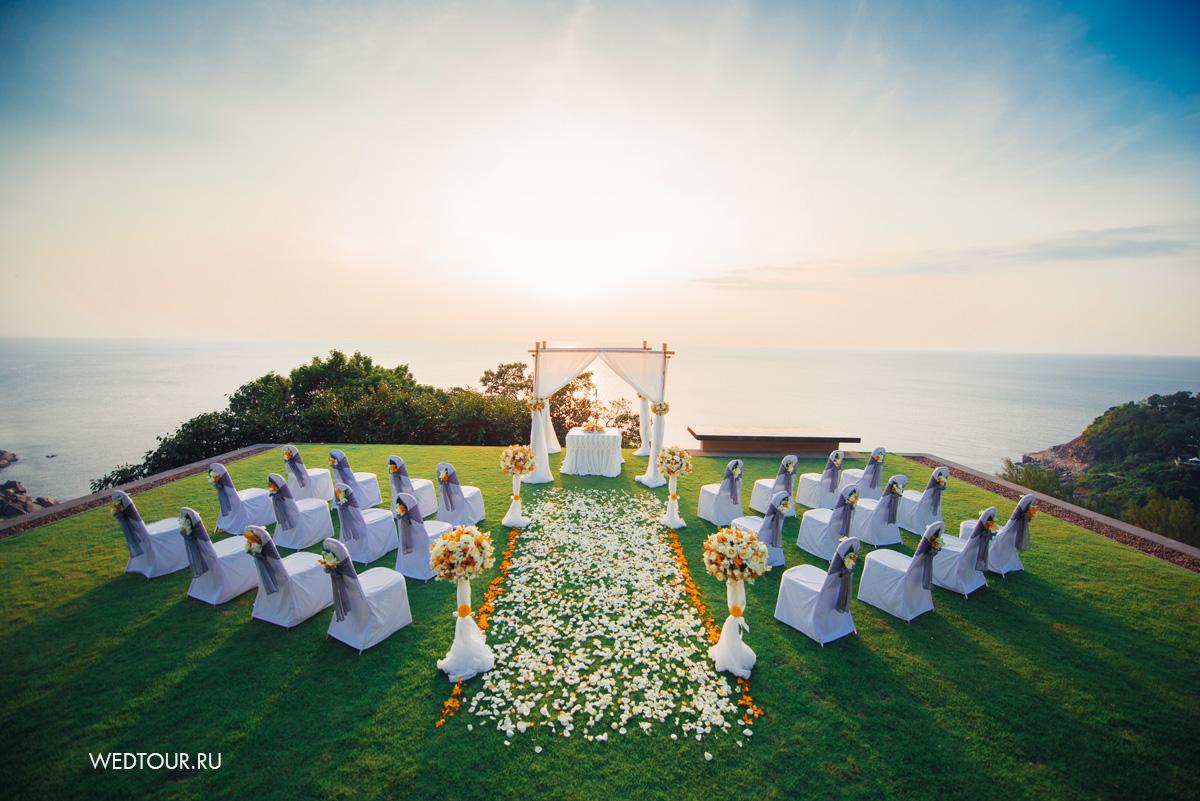 свадьба на острове пхукет,лимонная свадьба,бамбуковая свадебная арка,дерорированые свадебные стулья