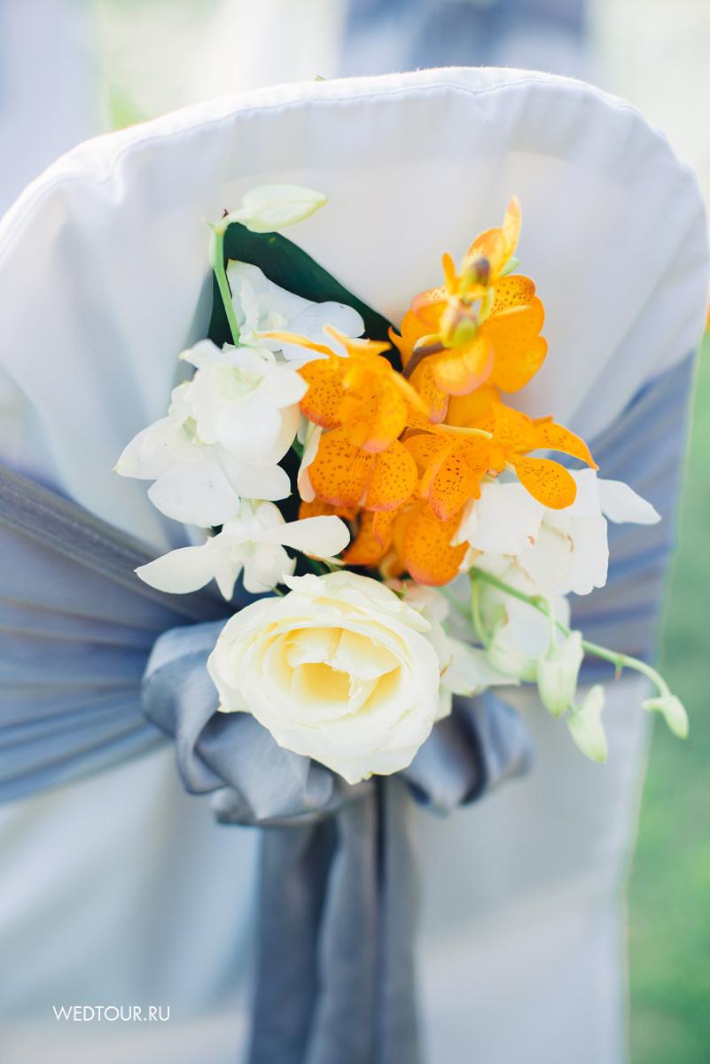 свадебный декор стульев,цветочное оформление свадьбы,свадьба на пхукете,желтая свадьба