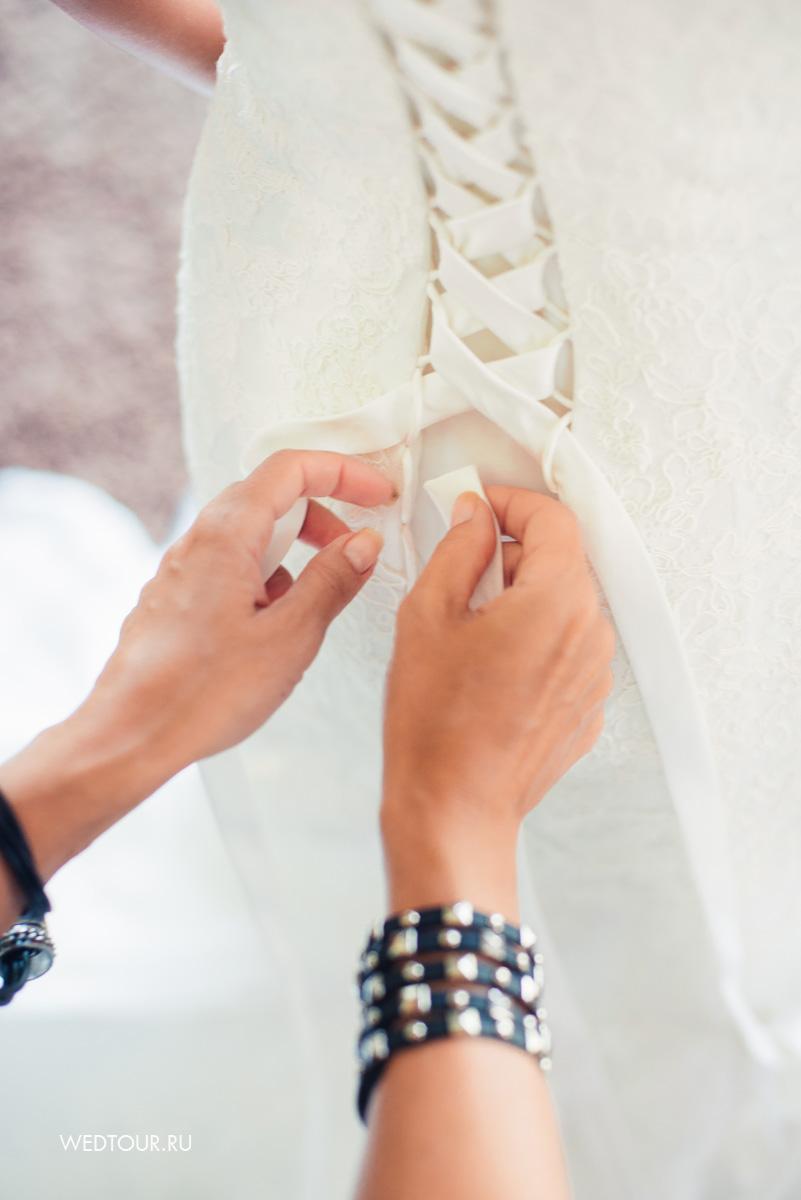 сборы невесты на вилле,свадебное платье