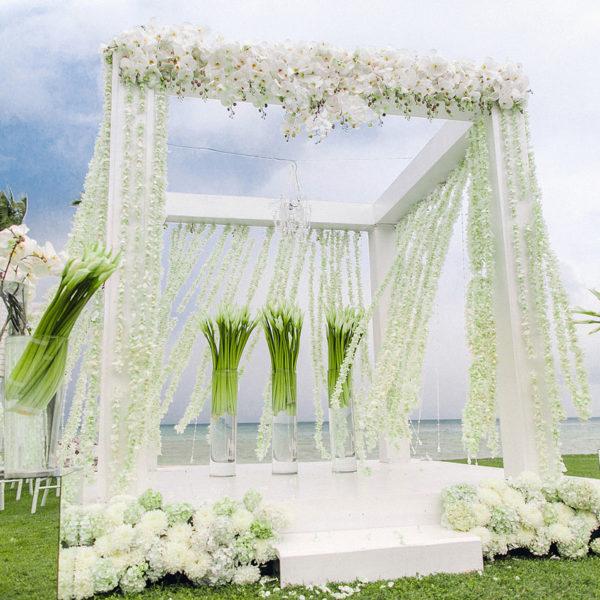 красивый декор на свадьбу самуи, свадьба на вилле, белая свадьба на самуи в таиланде