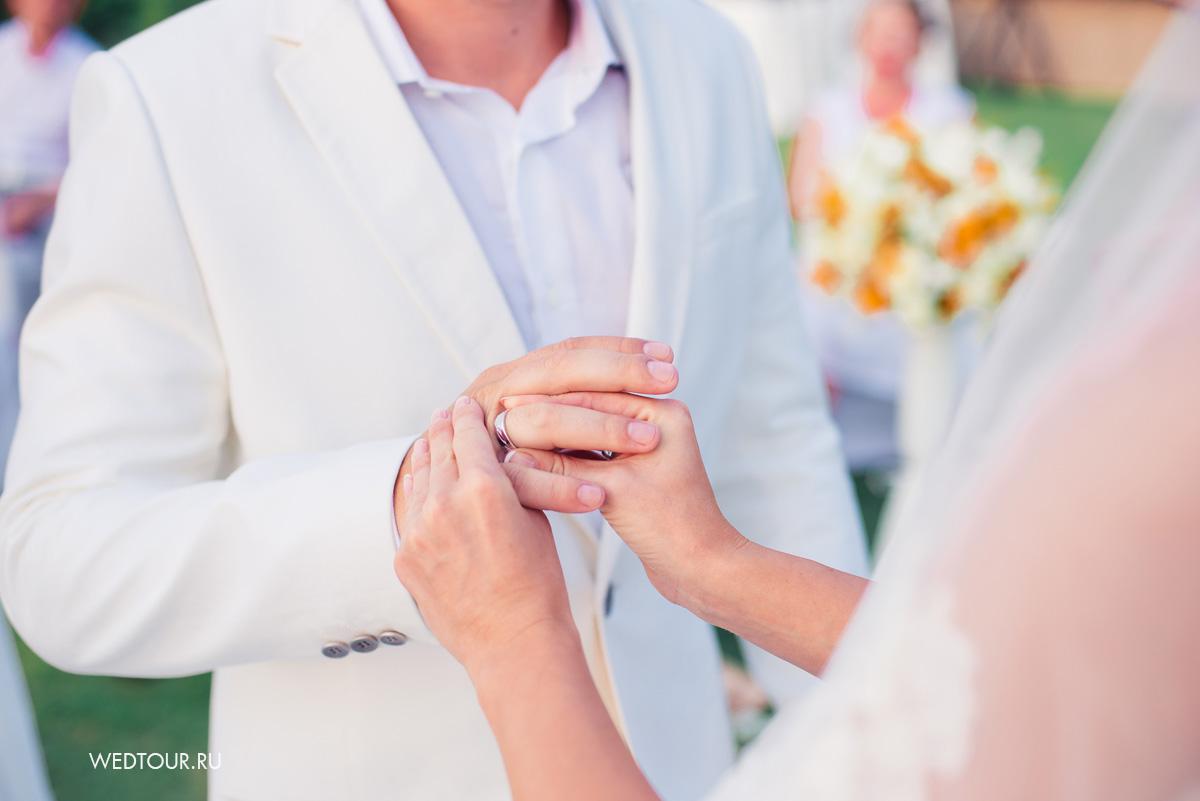 свадьба на острове пхукет,церемония бракосочетания в таиланде,обмен обручальными кольцами
